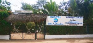 Entrada principal al hostal Villa Colombia